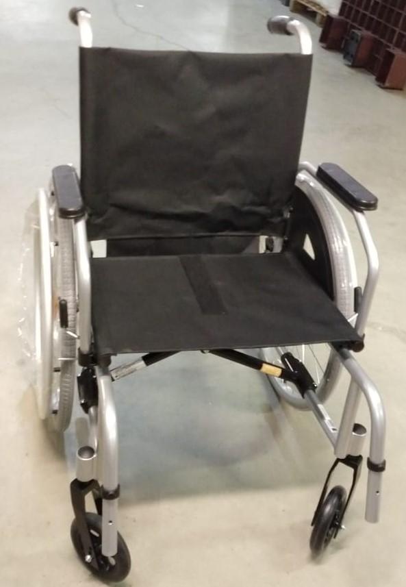 Cadeira de rodas para o HEMOSC