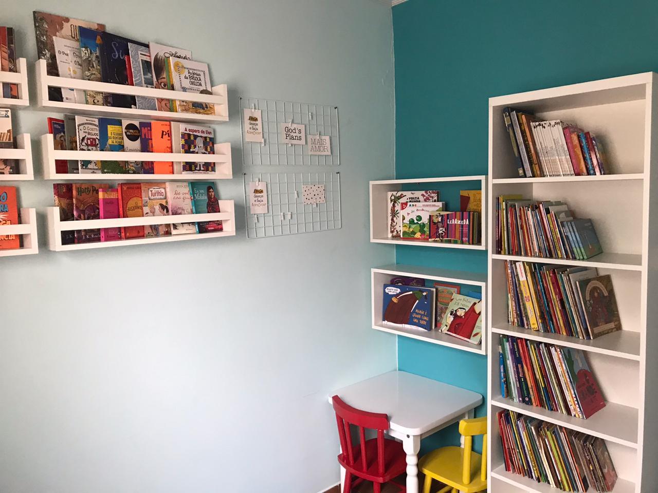 novas estantes e livros