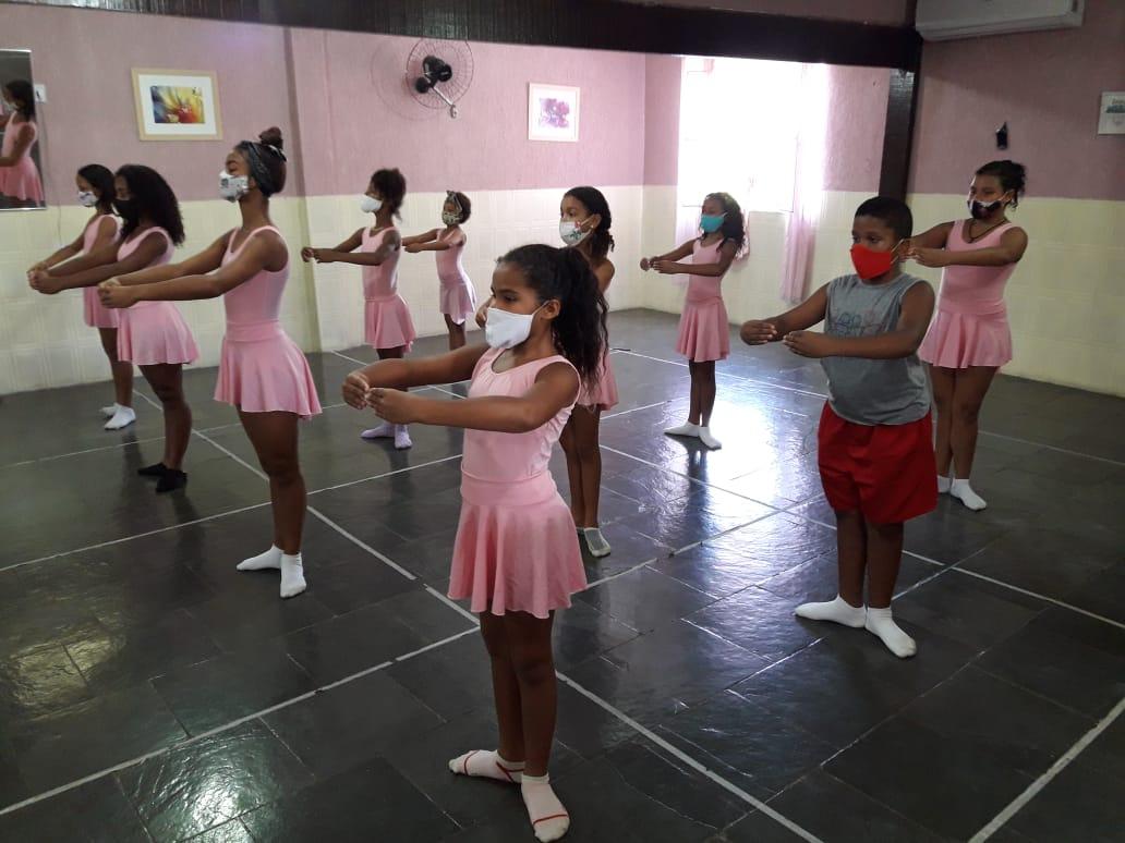 523  Hora de aula de ballet.